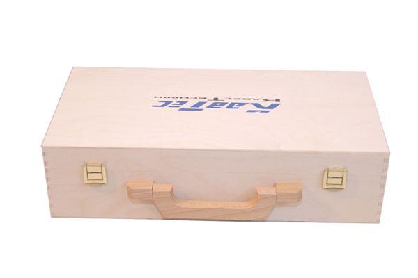 Holzkoffer mit blauem Siebdruck