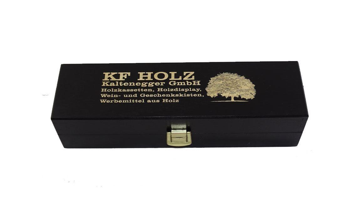 Holzkassette schwarz lackiert mit Lasergravur am Deckel