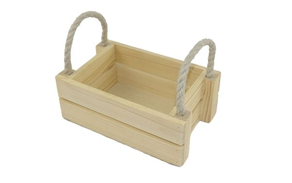 Offene Holzkiste mit praktischem Seilgriff an den Seiten