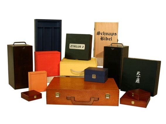 Holzkisten lackiert in den verschiedensten Farben sowie mit und ohne Siebdruck, Branddruck, etc.