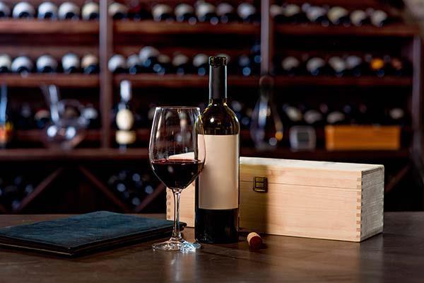 Hochwertige Holzkassetten für Weine, Spirituosen und vieles mehr
